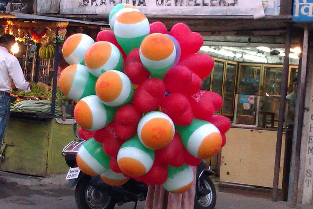 1024px-Tricolour_balloons